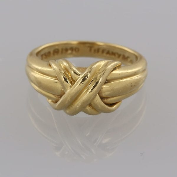 Vintage 18ct yellow gold ring from Tiffany & Co., featuring their signature